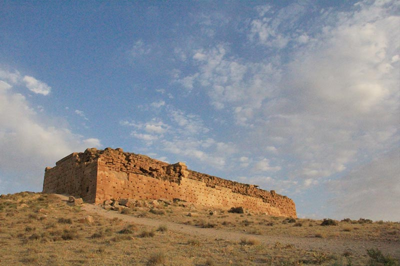 Tall-e Takht Fortification